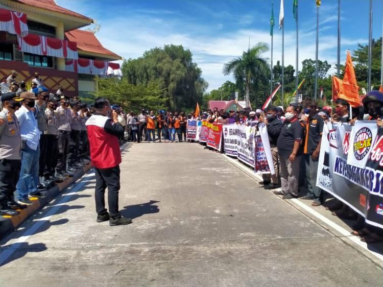 Tuntut RUU Cipta Kerja, KSBSI Gelar Aksi Demo di DPRD Riau