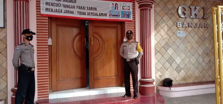 Hari Libur Polsek Pataruman Tetap Laksanakan Pengamanan Kegiatan Kebaktian Gereja