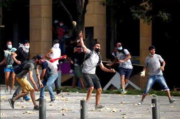 Pasca Ledakan Besar, Ribuan Orang di Beirut Unjuk Rasa Kepada Penguasa