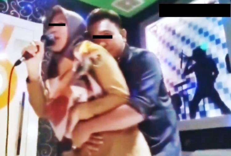 Pak Kades Peluk Istri Pak Kadus Penuh Gairah, Pak Kades Menang Banyak, Plus Viral