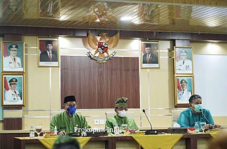 Bupati Inhil HM. Wardan dan Wabup H. Syamsuddin Uti Pimpin Rapat Evaluasi Fisik dan Keuangan