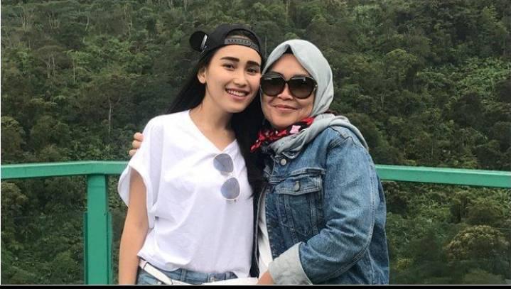 Tak Terima Anak Cucunya Di Hina,Orang Tua Ayu Ting Ting Datangi Rumah Orang Menghina Di Jawa Timur