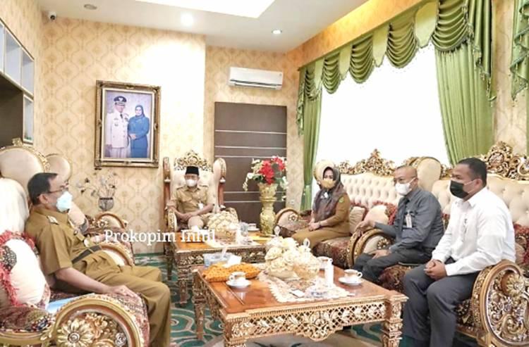 Bupati Inhil HM.Wardan Terima Kunjungan dan Silaturahim Kacab Bank Riau Kepri yang Baru
