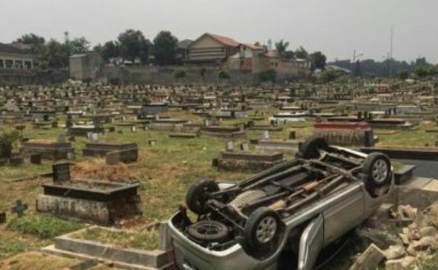 Viral Mobil Terjun ke Pemakaman Tanah Kusir, Mistis? Ini Kata Polisi...