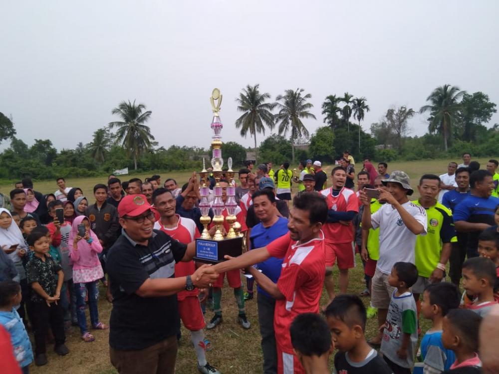 Semarakan HUT RI ke-74, Kelurahan Terkul Gelar Turnamen Bola U-40