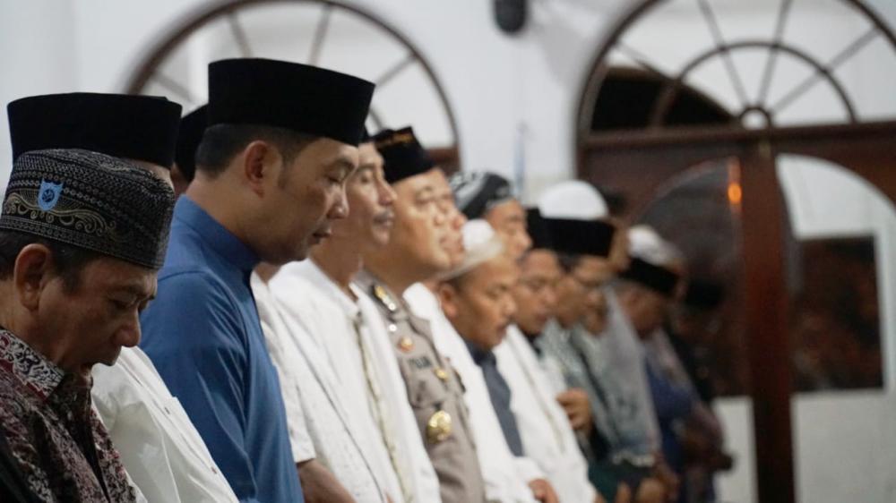 Warga Banjar Shalat Subuh Berjamaah Bersama Gubernur Jawa Barat