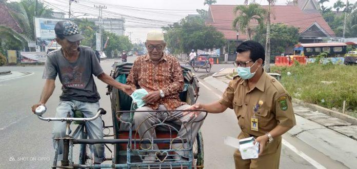 Dinas Kesehatan (Dinkes) Kabupaten Indragiri Hilir (Inhil) kembali membagikan masker secara gratis