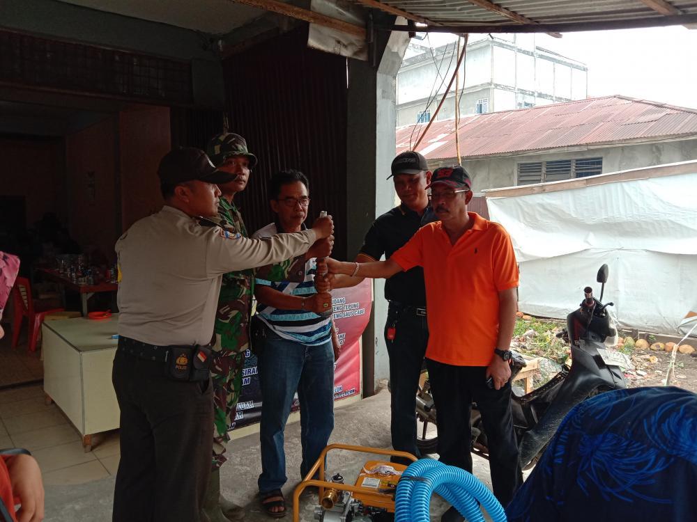 Upaya Pemadaman Karlahut di Kecamatan Batang Tuaka, Marlis Syarif Bantu Mesin Pemadam Kebakaran
