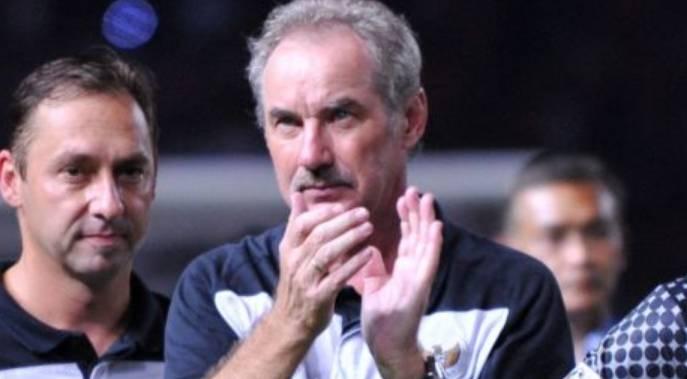 Mantan pelatih Timnas Indonesia, Alfred Riedl meninggal dunia.