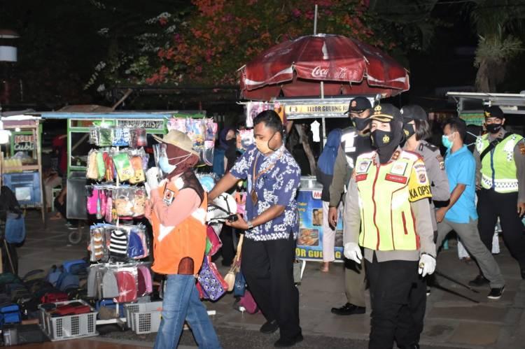 Kapolres Banjar dan Walikota Banjar bersama Dandim 0613/Ciamis tinjau Operasi Yustisi di Kota Banjar Pada Malam Hari