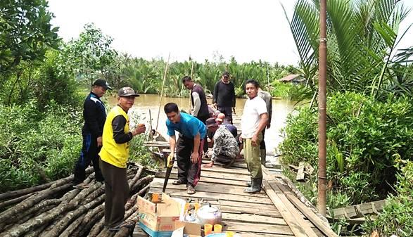 Lama tidak Mendapat Bantuan Pemerintah, Pemdes Tekulai Hilir Swadaya Rehab Dermaga Desa