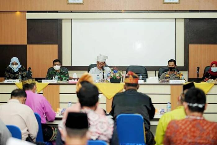 Bupati HM.Wardan Mediasi PT.IJA dengan Perwakilan Masyarakat Sungai Bella.