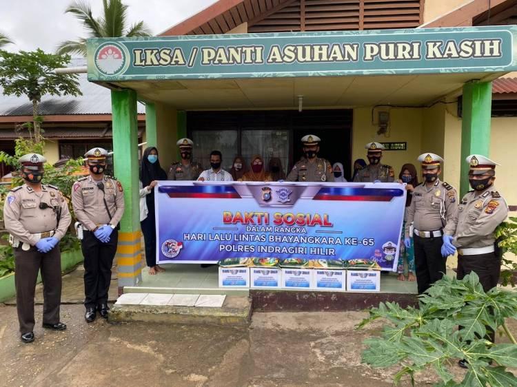 Peringati HUT Harlantas Bhayangkara ke-65, Satlantas Polres Inhil Bagi-bagi Sembako