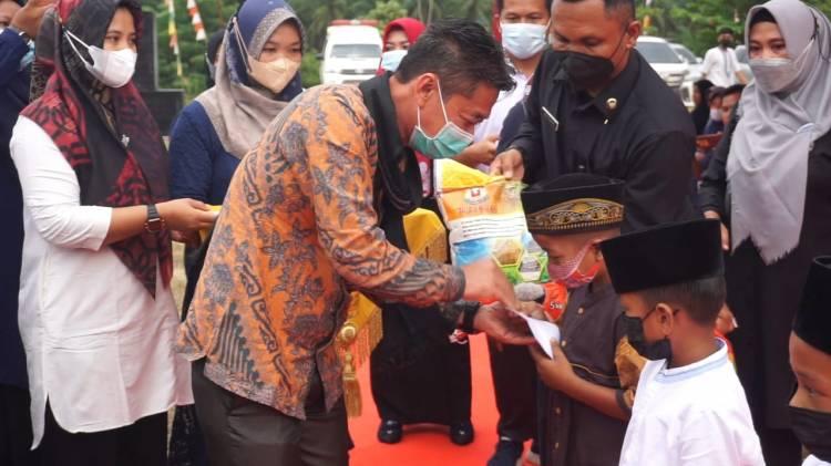 HUT Karang Taruna ke - 61, Bupati Rohil Santuni Ratusan Anak Yatim dan Resmikan Gerakan Peduli Yatim