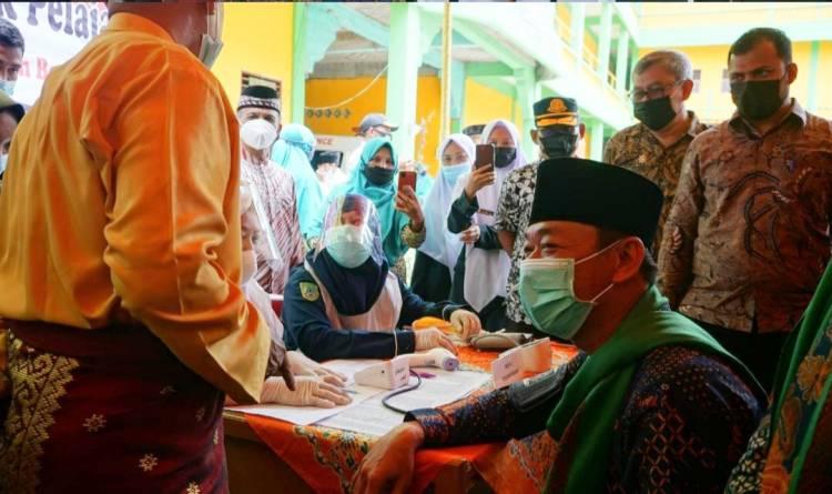 Bupati dan Wakil Bupati Rohil Tinjau Vaksinasi di Pondok Qur'an
