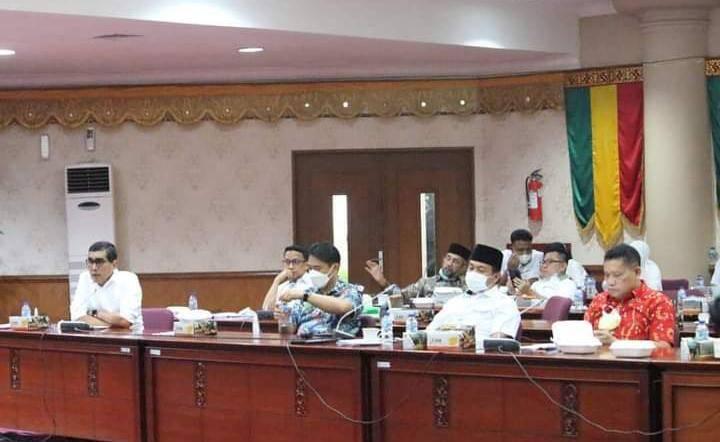Banggar DPRD Riau Gelar Rapat Kerja dengan TAPD Pemprov