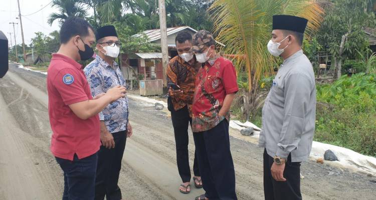 Bupati Tinjau Pengerjaan Jalan Lintas Kotabaru-Selensen