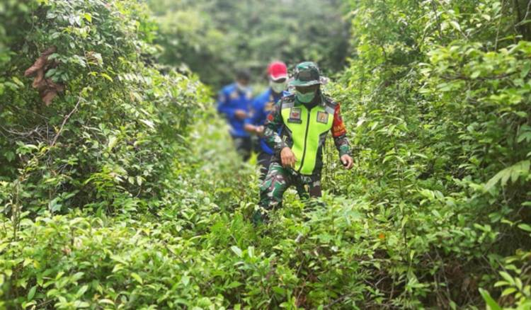 Cegah Kebakaran, Serda P Hutapea Gelar Patroli dan Sosialisasi Pencegahan Karhutla
