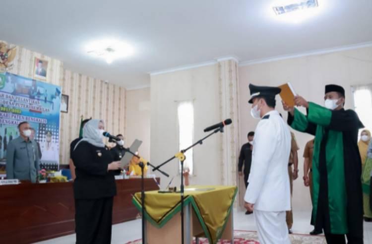 Bupati Kasmarni Lantik PAW Kepala Desa Putri Sembilan Kecamatan Rupat Utara