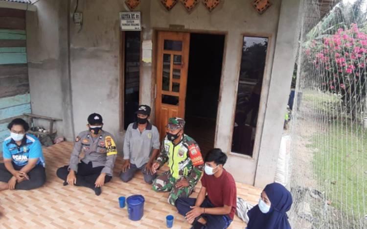 Babinsa Suka Damai Laksanakan Komsos dan Silaturrahim pada Tokoh Masyarakat di Wilyah Binaan