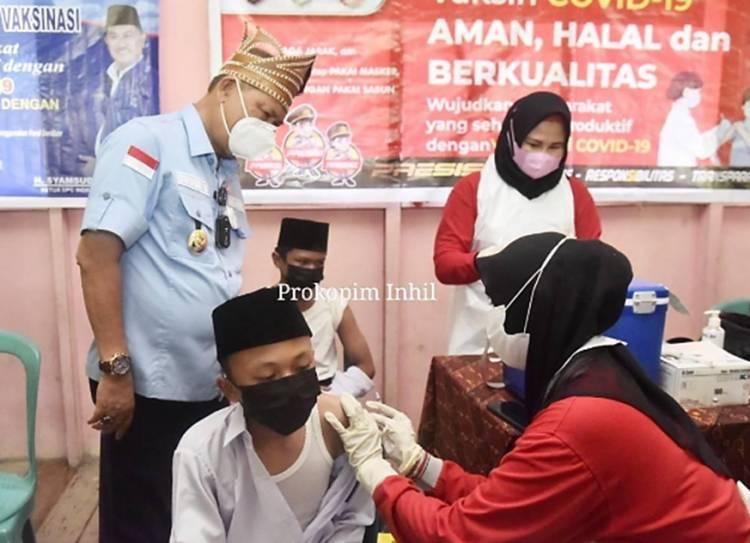 Wabup Inhil H. Syamsuddin Uti Tinjau Pelaksanaan Vaksinasi di SMP dan MTs Budidaya Pulau Palas