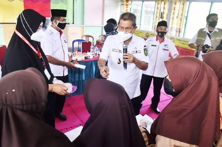 Shalawat Berkumandang saat Wabup Inhil H. Syamsuddin Uti Lihat Vaksinasi dan PTM di SMP N 2 Tembilahan Hulu