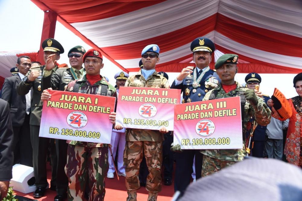 RAIDER 323 KOSTRAD REBUT JUARA 3 PARADE DEFILE HUT KE-74 TNI DI JAKARTA