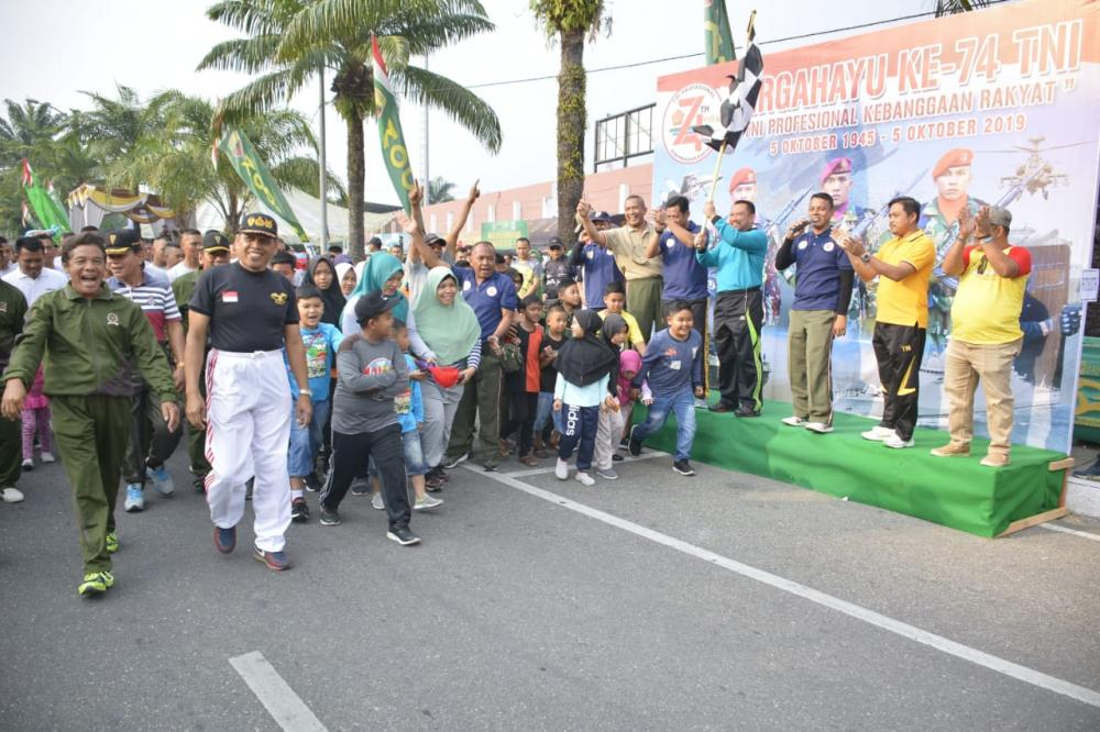 Bupati Kampar Ikut Car Free Day Hut TNI Ke-74