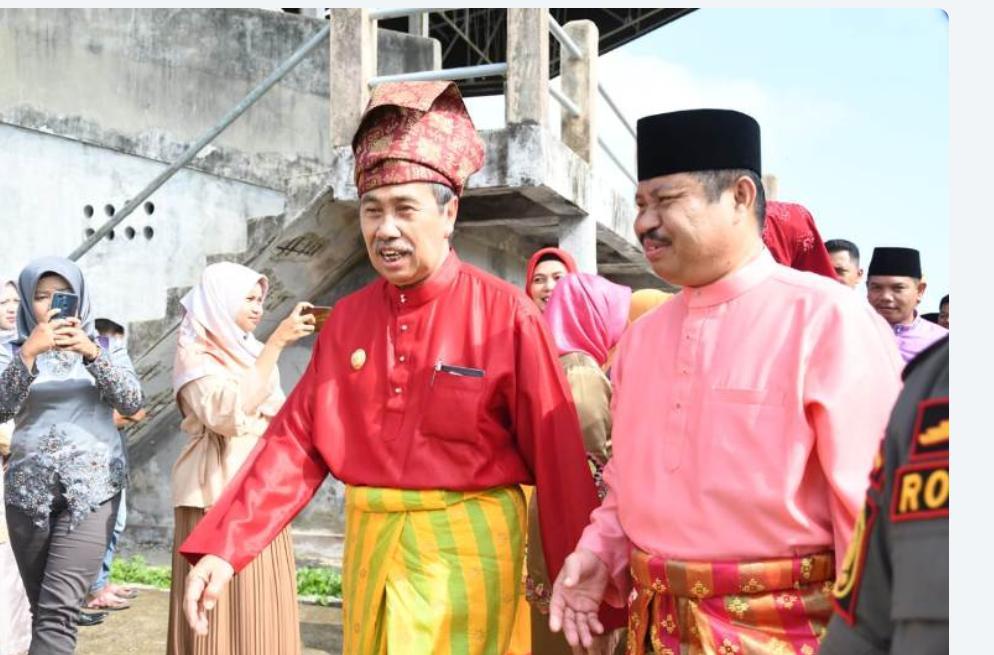 Gubernur Riau H Syamsuar Beserta Istri Hj Misnami Hadiri  Hari Puncak Festival Mandi Safar 2019 di Pantai Tanjung Lapin Rupat Utara