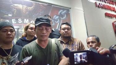 Penggiat Media Sosial Ninoy Karundeng Pendukung Jokowi Ancam Laporkan Pengurus DKM Al- Falaah Kalau Tidak Lakukan Ini