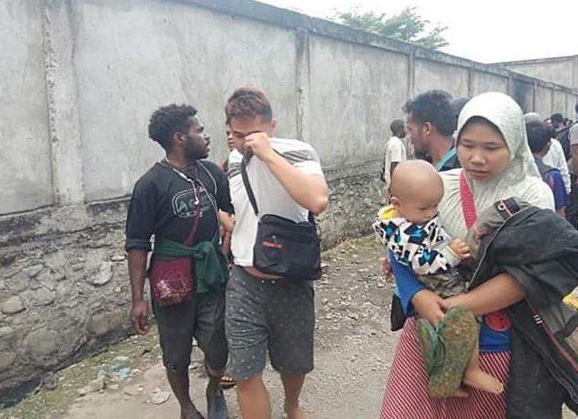 Warga Asli Papua Pasang Badan Selamatkan Warga Pendatang