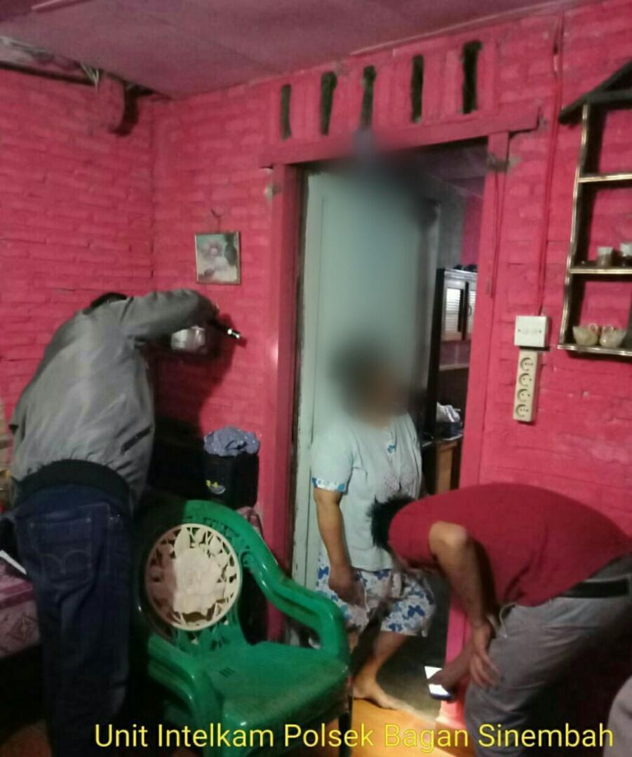 Di Balai Jaya, Suami Temukan Istri Tergantung di Kusen Pintu