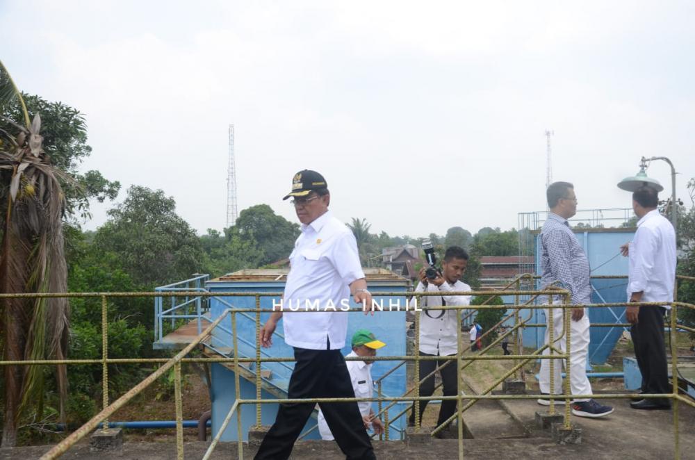 Bupati Indragiri Hilir (Inhil) Drs HM Wardan MP melakukan peninjauan PDAM yang ada di Jalan Gerilya