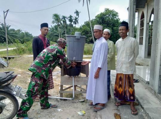Babinsa Koramil 05 Rupat  Melaksanakan Penegakan Disiplin Protokol Kesehatan