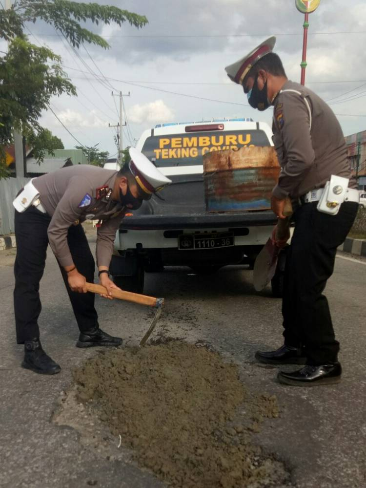 Kasat lantas Polres Kuantan singingi lakukan penibunan jalan guna mengurangi angka kecelakan
