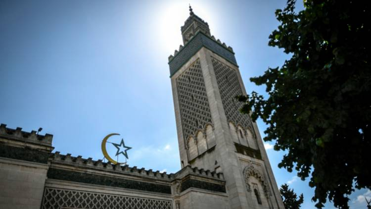 Otoritas Prancis Akui Telah Tutup Puluhan Masjid dan Sekolah Islam Sejak Januari ini