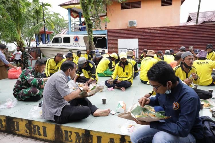 Ketua DPRD Inhil Sarapan Bersama Dengan Petugas Kebersihan