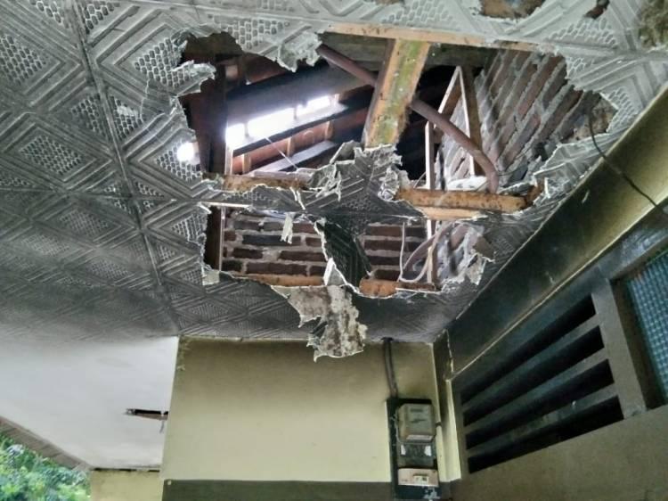 Rumah Warga Diduga Terbakar Akibat Konsleting Listrik,Selepas Terkena Sambaran Petir