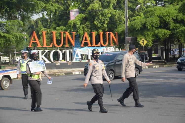 Kapolres Banjar Tinjau Pelaksanaan Operasi Zebra Tahun 2020 di Simpang 4 Alun-alun Kota Banjar