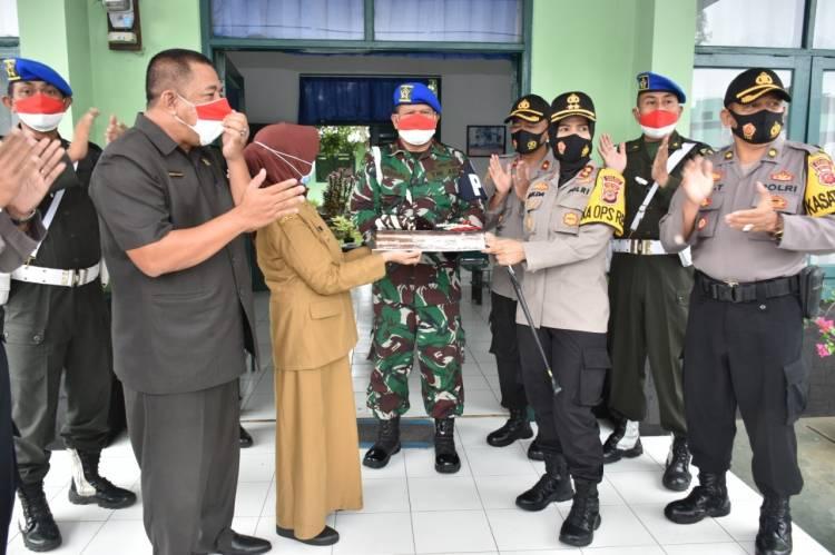 Kapolres Banjar Bersama Walikota Banjar dan Forkopimda Berikan Kejutan pada HUT TNI ke-75