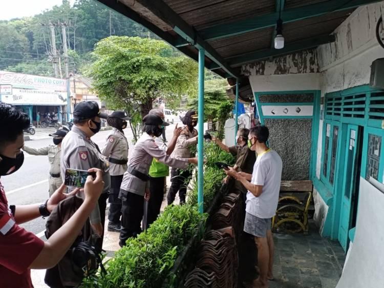 Kapolres Banjar Pantau Pelaksanaan Operasi Yustisi Prokes di Wilayah Hukum Polsek Purwaharja