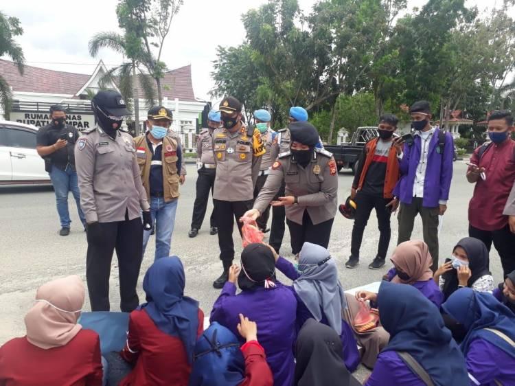 Kapolres Kampar Pimpin Pengamanan Demo Tolak UU Cipta Kerja