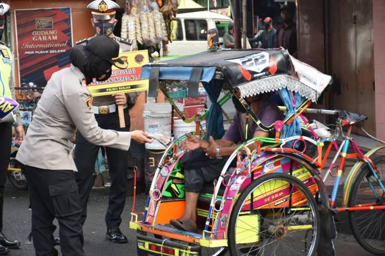 Blusukan Ke Pasar, Kapolres Banjar Sampaikan Imbauan Protokol Kesehatan