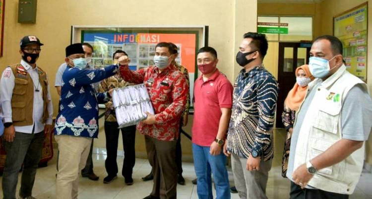 Ingin Masyarakat Patuh Protokol Kesehatan, Bupati Kampar Kembali Serahkan Bantuan Masker