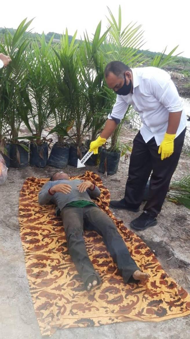 Penemuan Mayat Laki-laki di Sebuah Kanal Gegerkan Warga Desa Delik Pelalawan