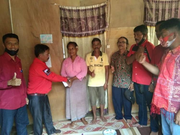 Selamat Manihuruk Komandoi PBB Rohul Jenguk Korban Kecelakaan