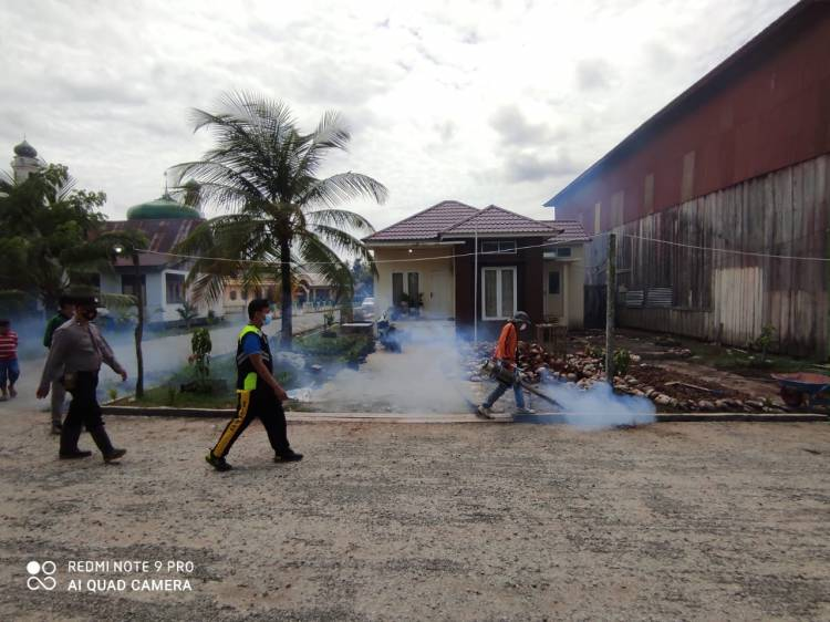 Polres Inhil Adakan Fogging Dilingkungan Polsek Batang Tuaka