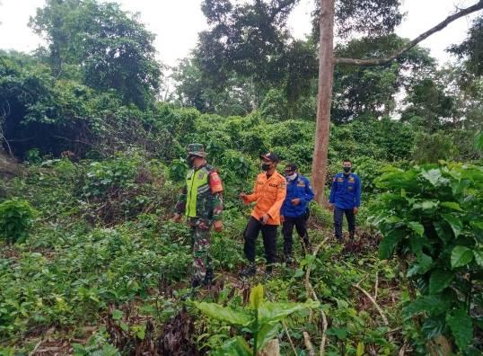 Babinsa Koramil 05/Rupat Pelda Edeng Kuswara  Melakukan Patroli di Kawasan Rawan Kebakaran