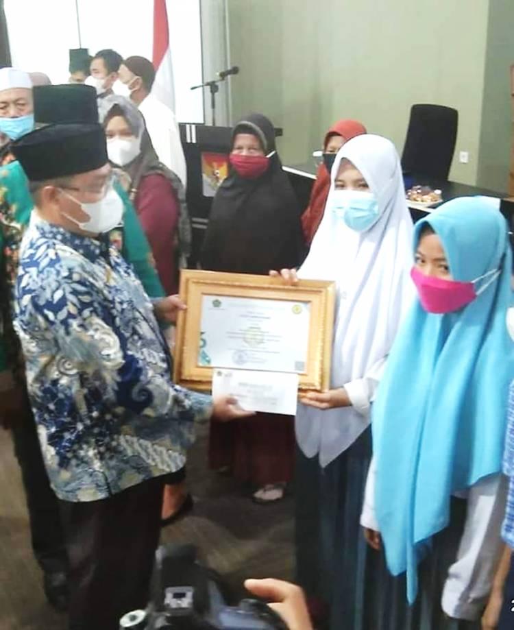 Siswi MA Al Syahni Desa Sungai Gantang Kab. Inhil Raih Juara III Kompetisi Sain Tingkat Provinsi Riau