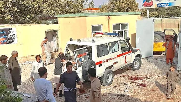 Ratusan Orang Afghanistan Jadi Korban Serangan Bom Bunuh Diri Saat Tengah Salat Jumat